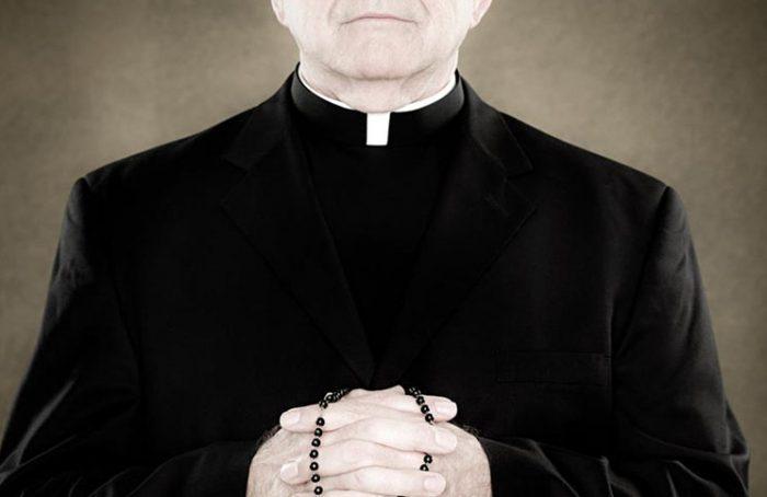 Se hizo pasar por sacerdote para no pagar el alquiler y va a la cárcel