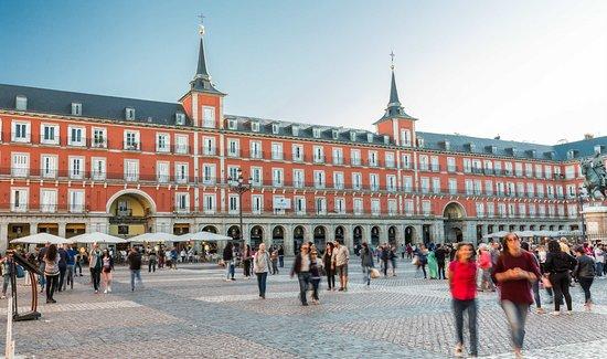 Pestana Plaza Mayor ofrece seguro de salud a sus clientes